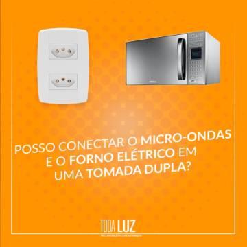 Posso conectar o  Micro-ondas e o Forno Elétrico em uma tomada dupla?