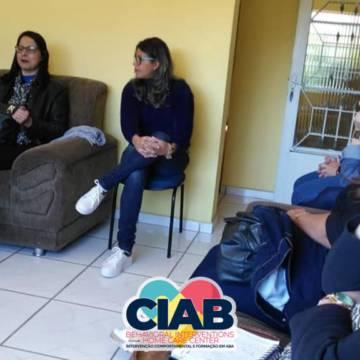 Reunião com pais e profissionais, esclarecimentos e orientações em relação ao trabalho desenvolvido com a ABA.