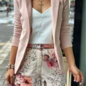 Shorts Floral em Linho (Temos modelinhos de Shorts Estampado pra você se inspirar nessa linda produção Disponível no tamanho: 40). *** Esse da foto especificadamente é somente ilustração.*** em Bauru, SP por Blessing Store