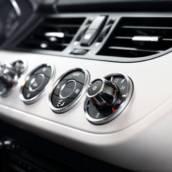 Montagem de Painéis de Ar Condicionado Automotivo