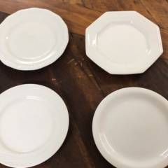 Pratos de porcelana