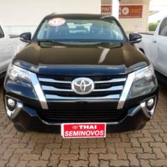 Toyota Hilux SW4 4x4 2.8 Diesel At. - 5 lugares