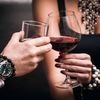 Comprar o produto de Vinho • Taça vinho da casa em Vinhos pela empresa Old Home Burger Gourmet  em Atibaia, SP por Solutudo