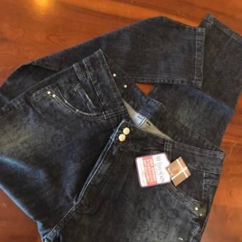 Comprar o produto de Calça jeans flores pretas m+j em Roupas e Acessórios pela empresa Loja Ego - Moda Feminina Multimarcas em Botucatu, SP por Solutudo