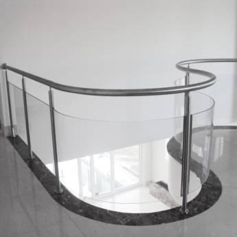 Comprar produto Corrimão em vidro em Esquadrias de Alumínio pela empresa Vidraçaria Vidrotec em Foz do Iguaçu, PR