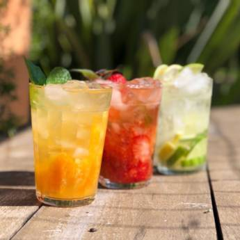 Comprar o produto de Caipirinha Absolut c/ Frutas em Drinks em Atibaia, SP por Solutudo