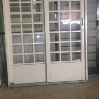 Comprar produto Portas de correr  (1,60 x 2,20) em Material Básico pela empresa Carroça Véia  em Botucatu, SP