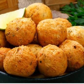 Comprar produto Bolinho de Bacalhau • Cento em Salgados Fritos pela empresa Só Pastel Buffet em Atibaia, SP