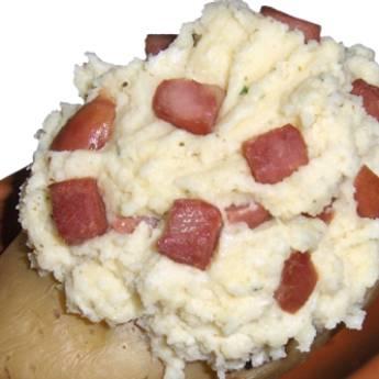Comprar o produto de batata Recheada em Pratos Principais pela empresa Chikas Restaurante em Botucatu, SP por Solutudo