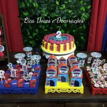 Comprar produto Tubetes e caixa acrílica em Lembranças pela empresa Lica Doces e Decorações em Botucatu, SP