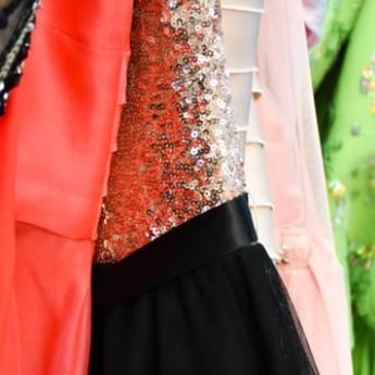 Comprar o produto de Lavagem de Vestido de Festa em Outros Serviços pela empresa Lavanderia Mary em Foz do Iguaçu, PR por Solutudo