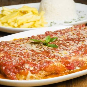 Comprar o produto de Parmegiana de filet mignon com arroz e fritas em Pratos Principais em Itupeva, SP por Solutudo