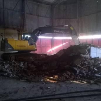 Comprar o produto de Demolição em Outros Serviços em Atibaia, SP por Solutudo