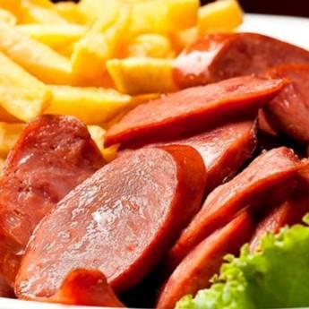 Comprar o produto de Porção de Calabresa com Fritas em Porções em Birigui, SP por Solutudo