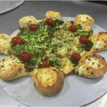 Comprar o produto de Meia Alho Poró com Shimeji Mais Brócolis em Pizzas pela empresa Na Chácara Pizzaria em Botucatu, SP por Solutudo