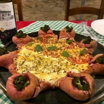 Comprar o produto de Meia 4 queijos com alecrim // Meia Marguerita em Pizzas em Botucatu, SP por Solutudo