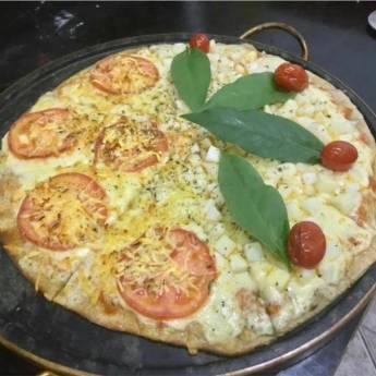 Comprar o produto de Meia marguerita // Meia palmito com ora pro nobis em Pizzas em Botucatu, SP por Solutudo