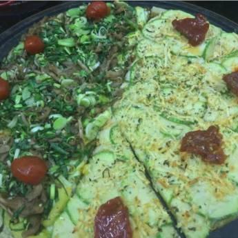Comprar o produto de Meia shimeji com alho poró // Meia abobrinha com parmesão em Pizzas em Botucatu, SP por Solutudo