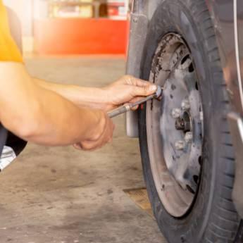 Comprar o produto de Troca de pneu de carro em Oficina em Birigui, SP por Solutudo