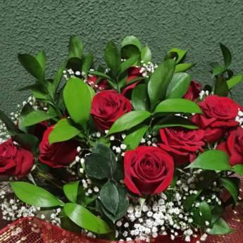 Comprar o produto de Buquê de Rosas Vermelhas  em Floriculturas pela empresa Floricultura 24hr Flores & Festas em Foz do Iguaçu, PR por Solutudo