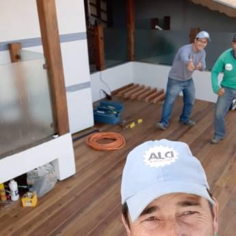 Comprar o produto de Deck feito com madeira de canela em Carpintaria - Estruturas e Produtos de Madeira em Botucatu, SP por Solutudo