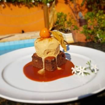 Comprar o produto de BROWNIE DE CHOCOLATE & CARAMELO em Sobremesas pela empresa Restaurante Quintal do Gui em Atibaia, SP por Solutudo