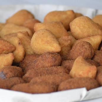 Comprar produto Salgados em Pastéis pela empresa Dom João Restaurante e lanchonete  em Santa Cruz do Rio Pardo, SP