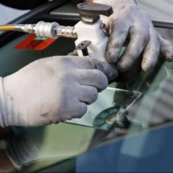 Comprar produto Reparo de Vidro Automotivo em Vidros Automotivos pela empresa FV. Vidros Automotivos & Acessórios em Botucatu, SP