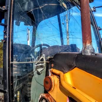 Comprar o produto de Instalação de Vidro para Trator em Vidros Automotivos em Botucatu, SP por Solutudo