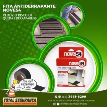 Comprar o produto de FITA ANTIDERRAPANTE em Casa, Móveis e Decoração pela empresa Total Segurança em Mineiros, GO por Solutudo