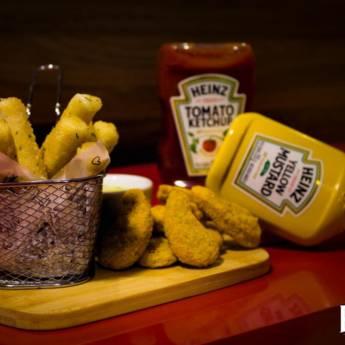 Comprar o produto de Porção de Nuggets com Palitos de Mussarela em Porções em Botucatu, SP por Solutudo