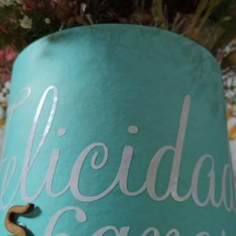 Comprar o produto de Box Tiffany com flores  em Cesta de Flores pela empresa Floricultura 24hr Flores & Festas em Foz do Iguaçu, PR por Solutudo