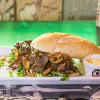 Sanduiche • Beverly Hills em Atibaia, SP por Old Home Burger Gourmet