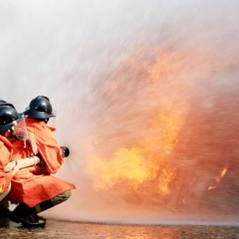 Comprar o produto de Brigada De Incêndio (NR 23) em Treinamentos pela empresa CESMET - Centro Especializado em Segurança e Medicina do Trabalho em Atibaia, SP por Solutudo