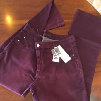 Comprar o produto de Calça jeans cor uva m+j em Roupas e Acessórios pela empresa Loja Ego - Moda Feminina Multimarcas em Botucatu, SP por Solutudo