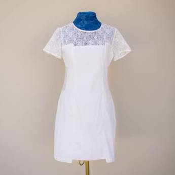 Comprar o produto de Vestido detalhe em renda busto e cintura Lara Lis em Roupas e Acessórios pela empresa Loja Ego - Moda Feminina Multimarcas em Botucatu, SP por Solutudo