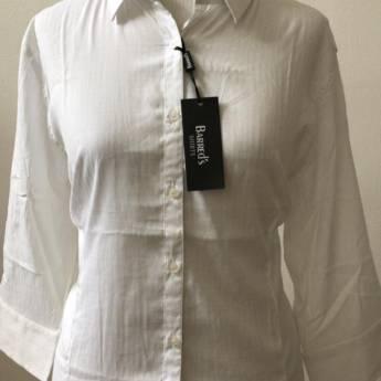 Comprar o produto de Camisa branca básica BARREDS em Roupas e Acessórios pela empresa Loja Ego - Moda Feminina Multimarcas em Botucatu, SP por Solutudo
