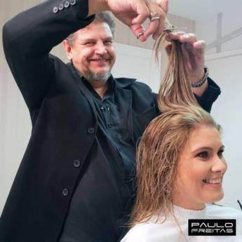 Comprar o produto de Corte de cabelo feminino em Salões de Beleza pela empresa Paulo Freitas Hair Stylist em Jundiaí, SP por Solutudo