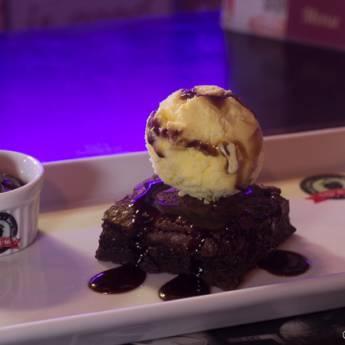 Comprar o produto de Sobremesa • Brownie Old Home  em Sobremesas pela empresa Old Home Burger Gourmet  em Atibaia, SP por Solutudo
