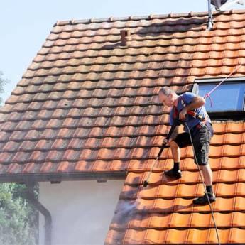 Comprar o produto de Limpeza de Telhados em Casa, Móveis e Decoração pela empresa HG Clean - Jardim e Piscina em Atibaia, SP por Solutudo