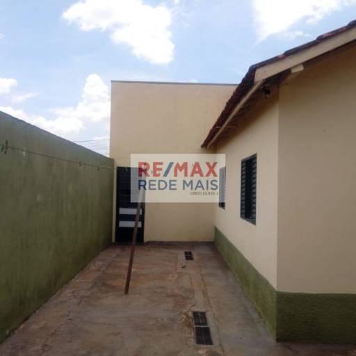 CASA À VENDA - PARQUE RESIDENCIAL DOS COMERCIÁRIOS em Botucatu, SP por Bergamini Imóveis Agora é Remax Rede Mais