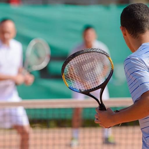 Comprar o produto de Aulas em Dupla em Aulas de Tennis pela empresa Léo Tennis em Atibaia, SP por Solutudo