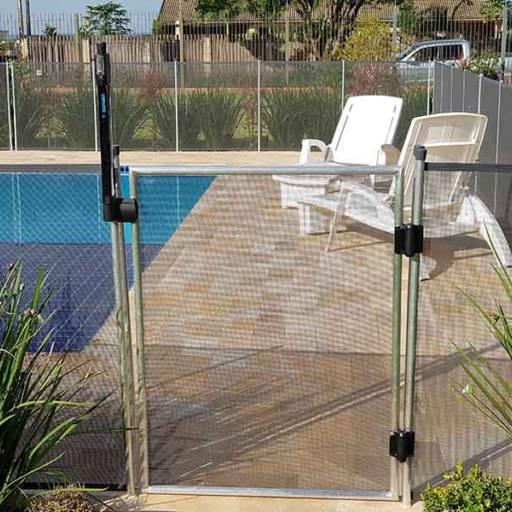 Comprar o produto de Cercado de piscina com portão de trava  em Agro, Indústria e Comércio pela empresa Autêntica Redes de Proteção em Americana, SP por Solutudo