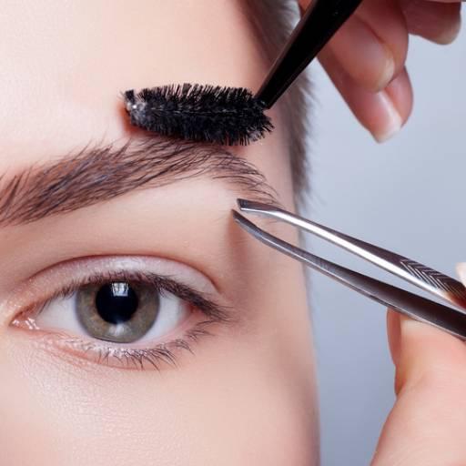 Comprar o produto de Design de Sobrancelhas em Estética Facial pela empresa Laura Podóloga em Atibaia, SP por Solutudo