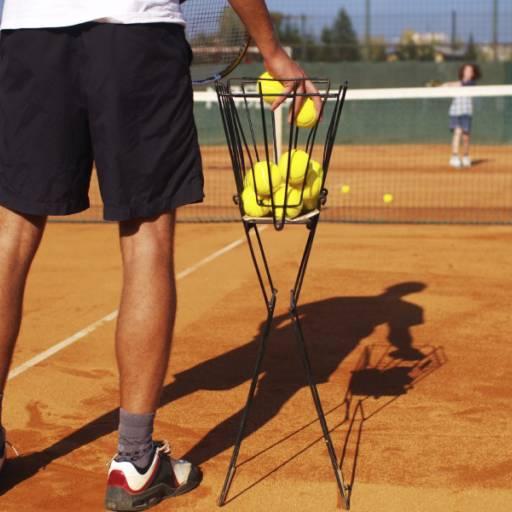Comprar o produto de Aulas em Trio em Aulas de Tennis pela empresa Léo Tennis em Atibaia, SP por Solutudo