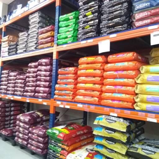 Comprar o produto de Ração para Cães em Ração para Cachorros pela empresa Família Pet - Loja 1 em Birigui, SP por Solutudo