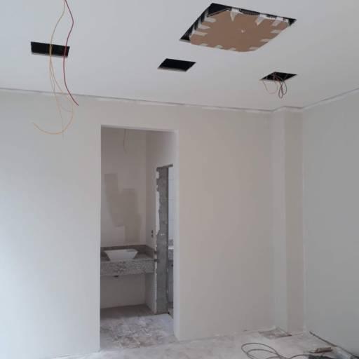 Instalações elétricas residenciais por Romão Elétrica e Pintura