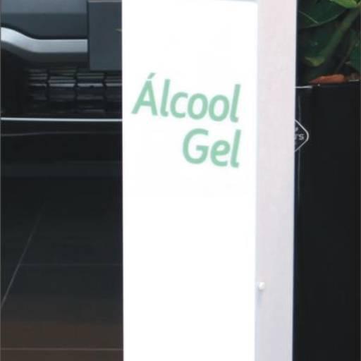 Comprar o produto de Totem com dispensador para álcool gel em Equipamentos de Segurança pela empresa Freitas Comercial Products – Produtos para Comunicação Visual e Coberturas em Atibaia, SP por Solutudo