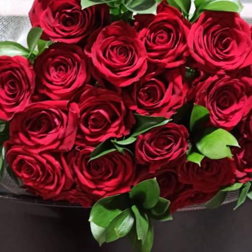 Buquê de Rosas Vermelhas  em Foz do Iguaçu, PR por Floricultura 24hr Flores & Festas