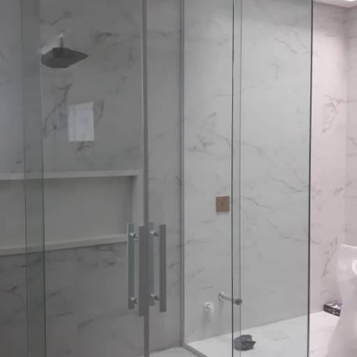Comprar o produto de BOX em Vidraçaria pela empresa Top Glass House Vidraçaria em Botucatu, SP por Solutudo